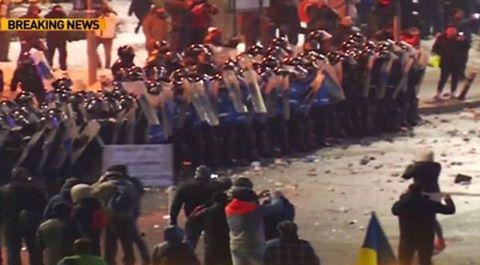 vb Protestul din Piata Victoriei   deturnat de ultrasi. Incidente in centrul Capitalei