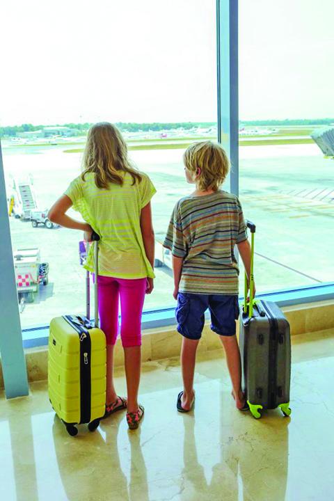 222 A interzis accesul in avion unei fete de 10 ani pentru ca purta colanti
