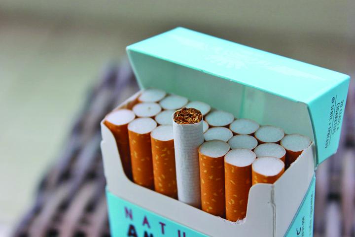 26022266362 1bf5a2747e b Anunt soc pentru fumatori: nu si vor mai permite sa si cumpere un pachet de tigari!