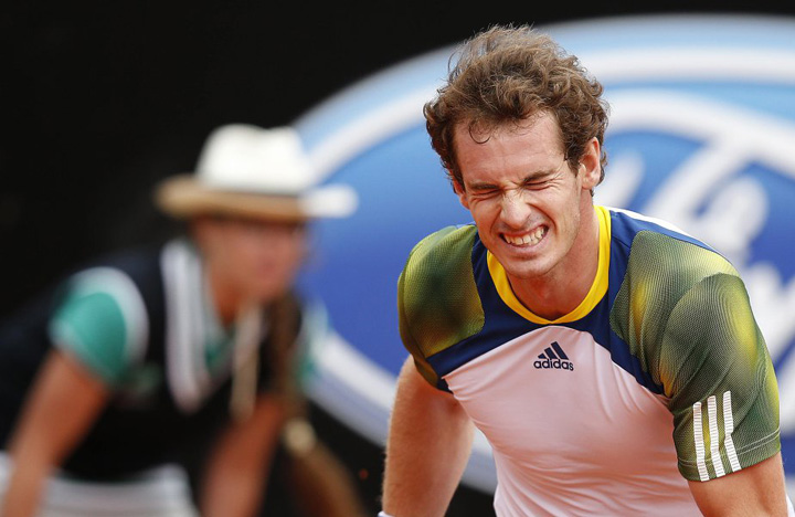 571725 murray Pe Andy Murray il doare n cot!