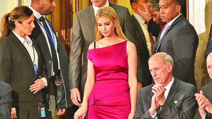 IvankaRM Main Ivanka Trump poarta toale frantuzesti!