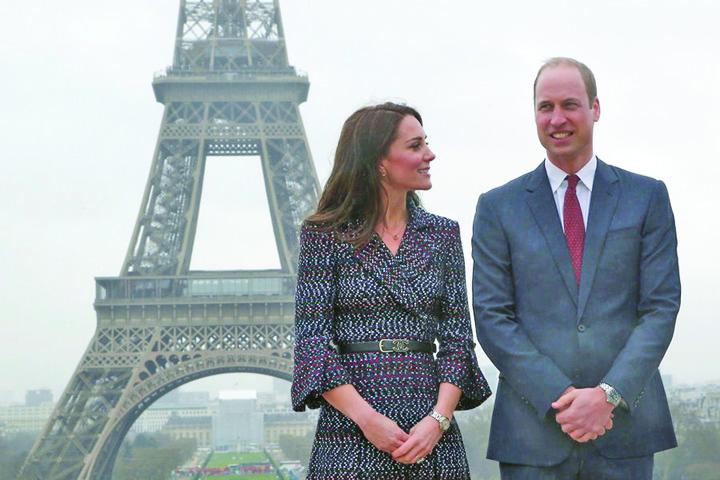 Kate Middleton Et Le Prince William Jouent Au Rugby Sur L esplanade Du Trocade ro 1 Kate si William, pelerinaj la Paris