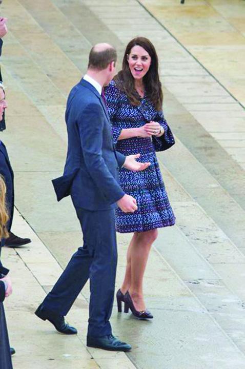 Kate Middleton Et Le Prince William Jouent Au Rugby Sur L esplanade Du Trocade ro 2 Kate si William, pelerinaj la Paris