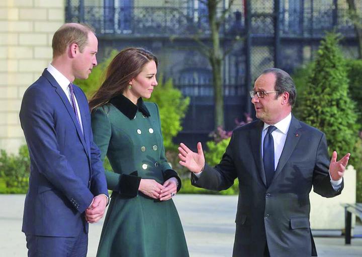Le Prince William Et Kate Middleton Avec Franc ois Hollande Au Palais De L Elyse e Kate si William, pelerinaj la Paris