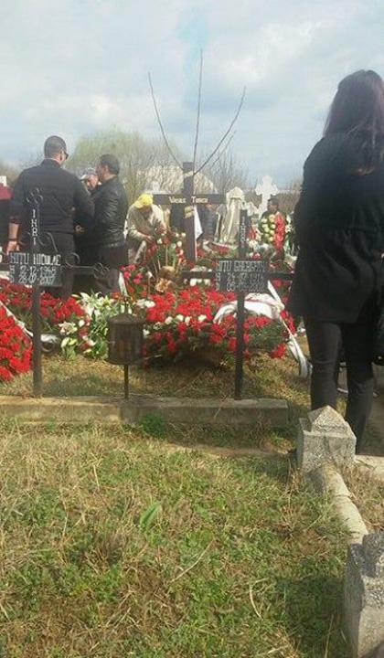 TURCU 0 Vasile Turcu a fost inmormantat langa casa
