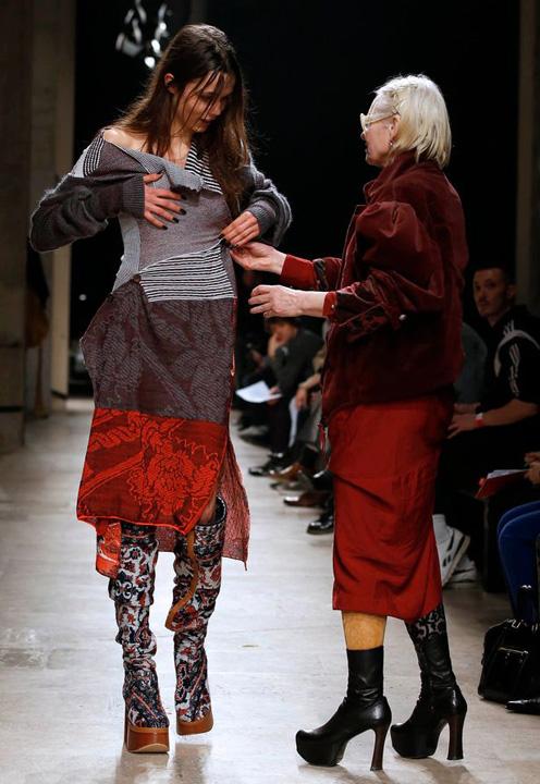Vivienne Westwood catwalk 1 Elie Saab, poezie in miscare la Saptamana Modei de la Paris