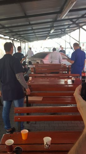 accident 1 278x500 O masina a intrat in plin intr un grup de muncitori: un mort si mai multi raniti