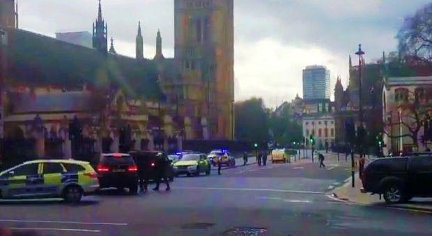 atac 2 Impuscaturi in centrul Londrei: oameni raniti (VIDEO)