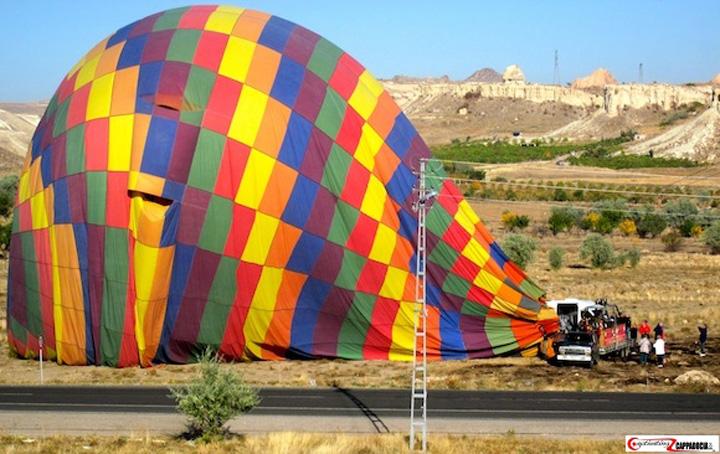 balon turcia Un mort si 49 de raniti dupa ce trei baloane cu aer cald au aterizat fortat in Turcia