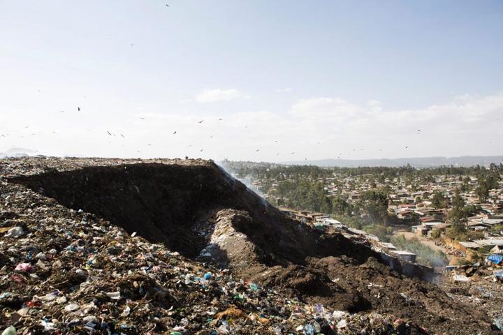 gunoi 1 46 de oameni au murit zbrobiti de un munte de gunoi
