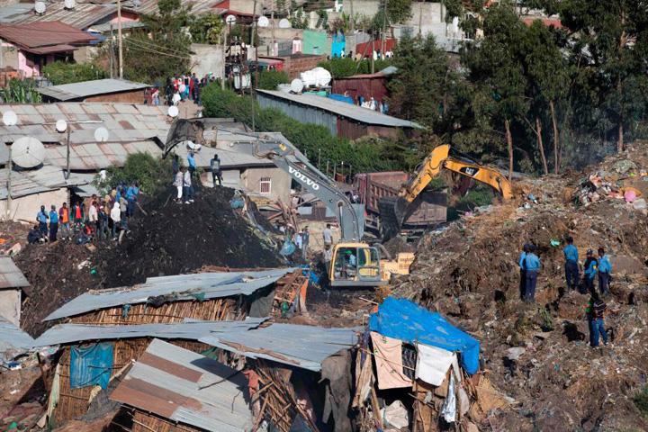 gunoi morti 46 de oameni au murit zbrobiti de un munte de gunoi