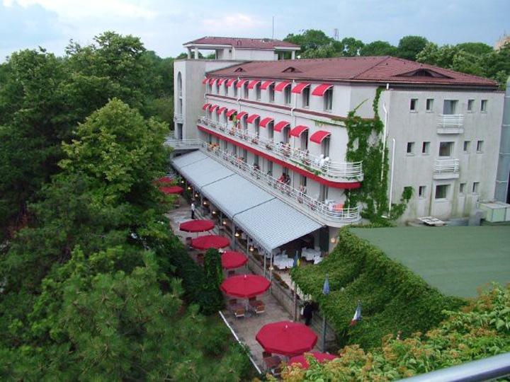 hotelul astoria George Copos isi vinde un hotel de pe litoral