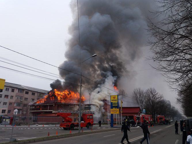 incendiu 1 1 667x500 Incendiu de proportii. Flacari la o pensiune de langa o benzinarie din Focsani