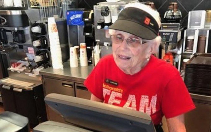 mc donalds La 94 de ani, lucreaza inca la McDonalds