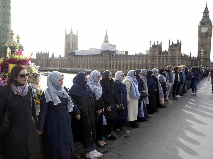 musulmance 1 Lant musulman pe podul Westminster