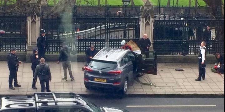 parlament1 Terorismul loveste inima Londrei