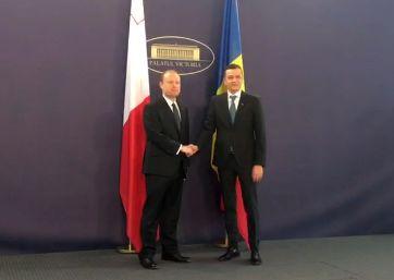 premier Grindeanu, intrevedere cu premierul maltez. In zgomot de vuvuzele