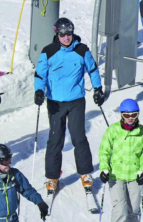 prinţul schior5 Printul William se da pe schiuri cu o femeie superba