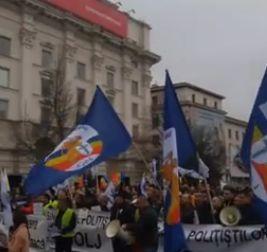 protest PROTEST. Sute de politisti la usa MAI, pentru a si face auzite nemultumirile (VIDEO)
