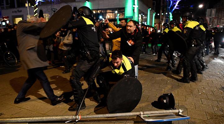 proteste Erdogan arunca in aer Olanda