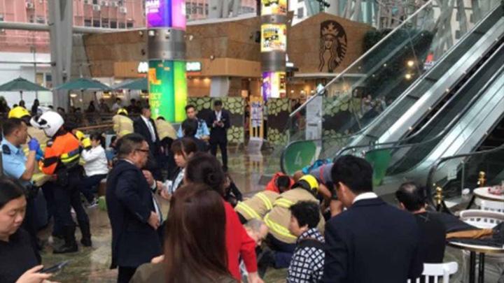 rulanta Panica la mall: scara rulanta a luat o razna