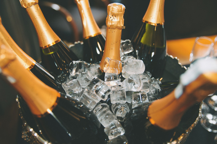 sampanie Sampanie: 306 milioane de sticle vandute in 2016
