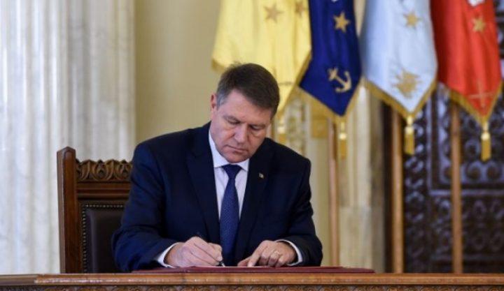 semneaza 720x417 Iohannis a dat unda verde aparitiei unui Comitet condus de Isarescu