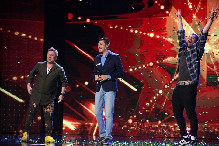"smiley golden buzz romanii au talent 720x480 Moment inedit la ""Romanii au talent"". I a facut pe prezentatori sa fuga catre ""Golden Buzz""! (VIDEO)"