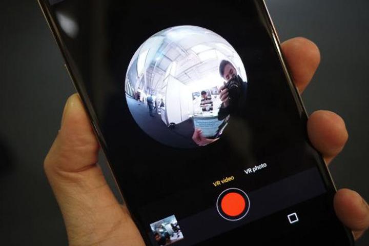 telefon Primul telefon cu camera care filmeaza 360 de grade