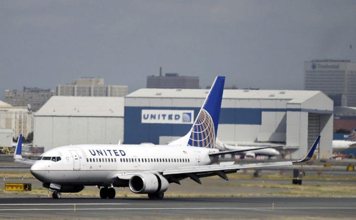 united airline A interzis accesul in avion unei fete de 10 ani pentru ca purta colanti