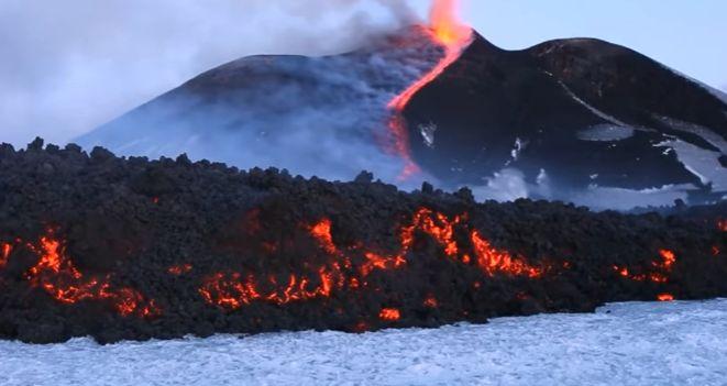 vulcan 10 oameni au avut de suferit de pe urma eruptiei vulcanului Etna