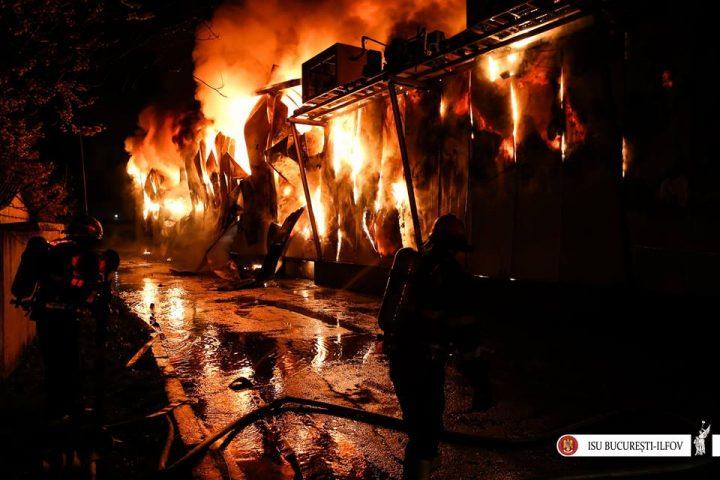 17629992 1869049579787592 3556997606622624192 n incendiu afumati 720x480 Incendiu violent la iesirea din Capitala: un om a murit, altul a ajuns la spital