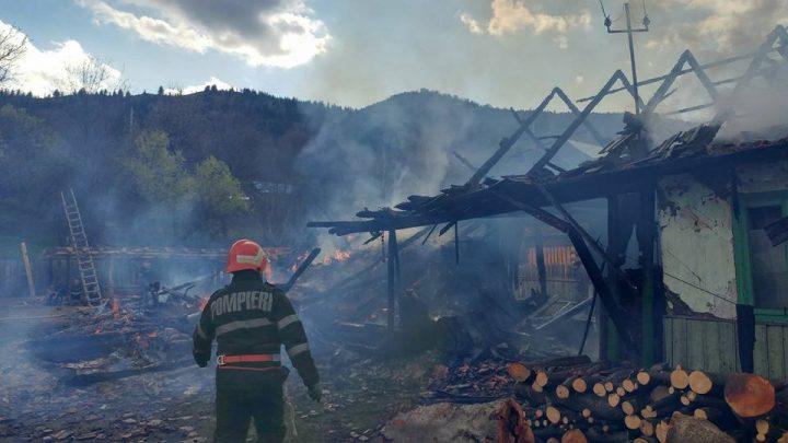 17951833 921177474651971 9183513034250857397 n incendiu bacau 720x405 Dramatic: 5 case cuprinse de flacari, in Joia Mare
