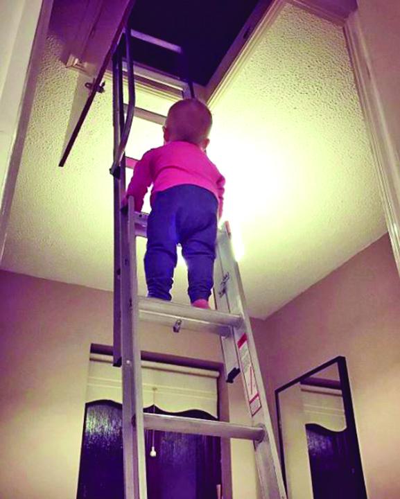 3 1 Fetita de 18 luni, pe Instagram, cu cutitul de bucatarie in mana