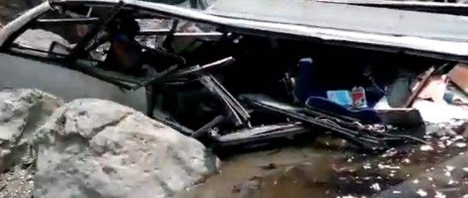 accid autoc Accident dramatic de autobuz, cu peste 40 de morti, in India (VIDEO)