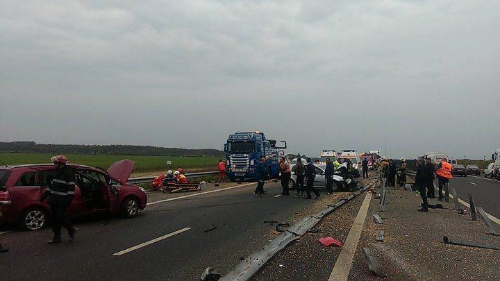 accident A 1 720x405 Grav accident pe A 1: mai multi raniti. A intervenit un elicopter SMURD