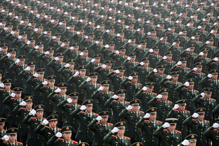 armata china China vrea o armata la valiza