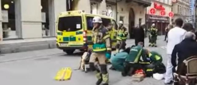 atac centru Un camion a dat peste un grup de oameni in capitala Suediei