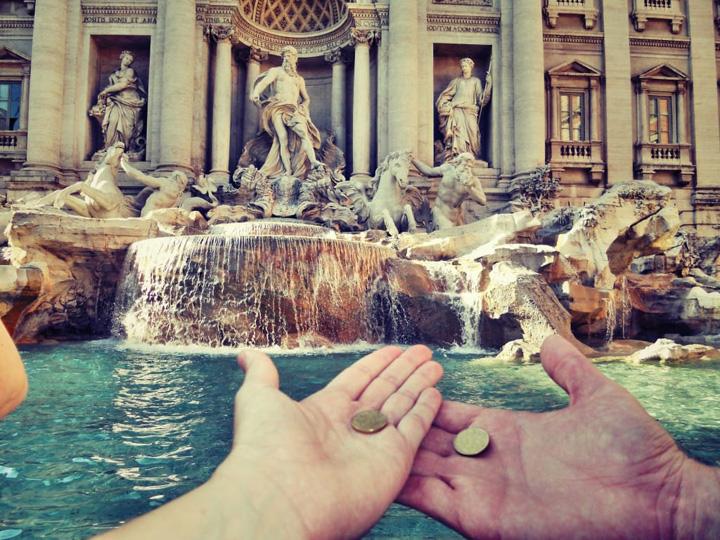 bani trevi 1,4 milioane de euro pe an, stransi din Fontana di Trevi de la Roma