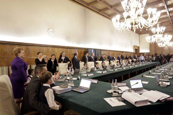 copii guvern 720x480 Pustii au pus stapanire pe scaunele ministrilor din Guvernul Grindeanu!