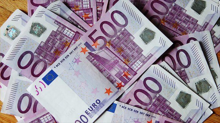 euro 720x405 A gasit un rucsac cu mii de euro pe o strada din Vrancea.De unde erau banii