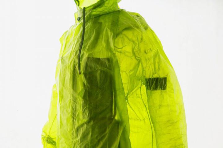 haine de piele transparenta 768x512 Jacheta de piele transparenta si blugii de lux, gata murdariti cu noroi