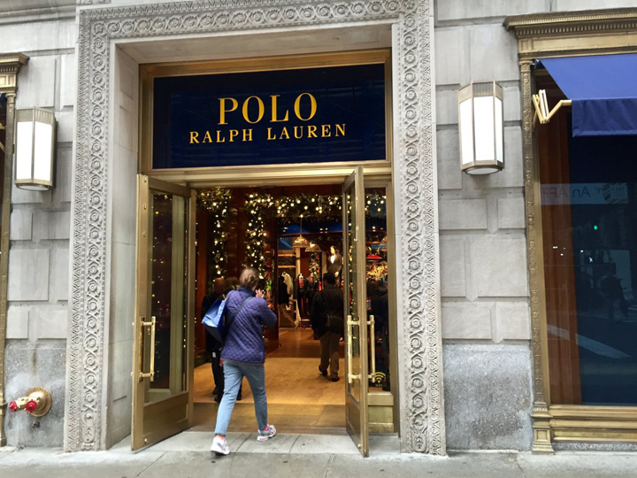 i went to ralph laurens polo flagship store on 5th avenue in manhattan to check out a cool new feature that was added to the store Ralph Lauren isi inchide magazinele din SUA!