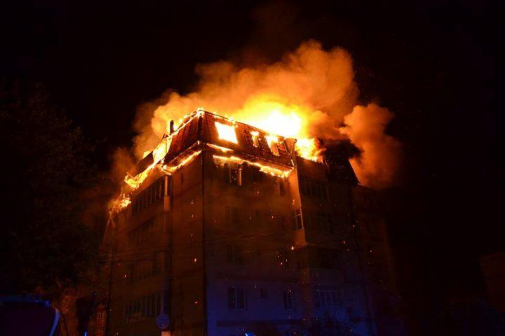 incendiu bloc 720x480 Incendiu violent intr un bloc din judetul Suceava: o intreaga familie la spital