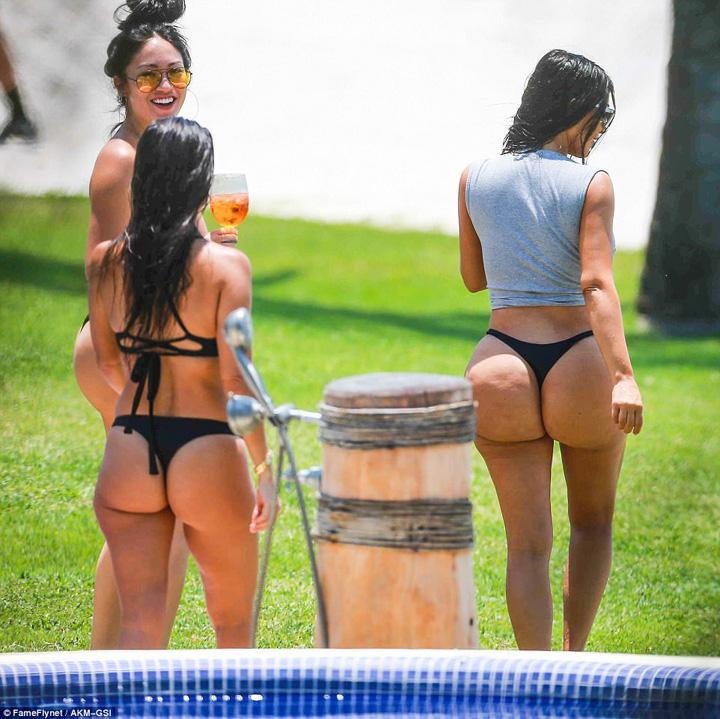 kim3 Groaznic! Kim Kardashian, sub asaltul celulitei