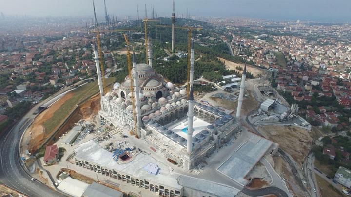 moschee7 Marele zid turcesc e gata, urmeaza megamoscheea lui Erdogan