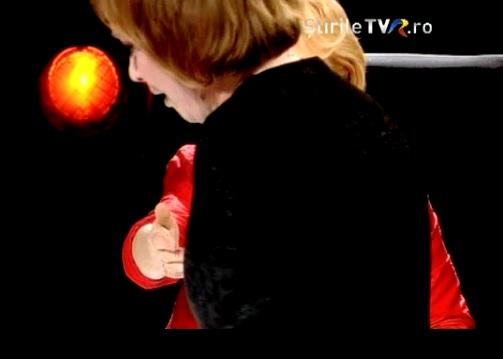 palnge O jurnalista a parasit in lacrimi platoul unei emisiuni de la TVR. Motivul! (VIDEO)