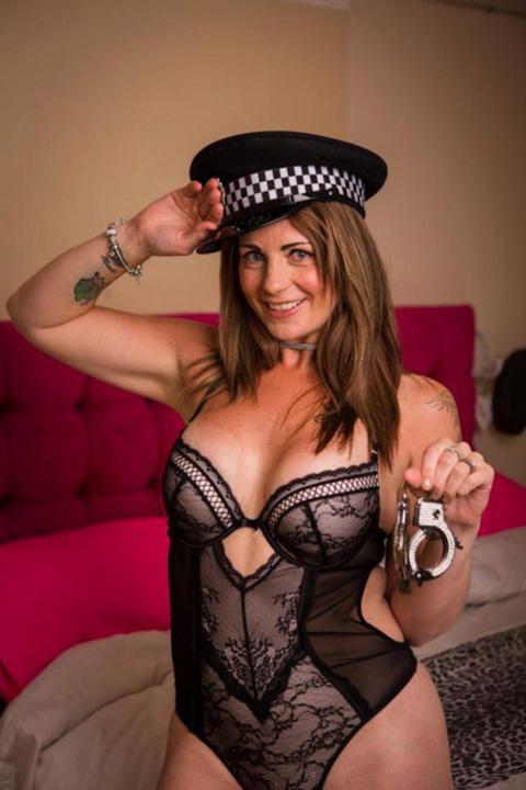 politista 1 Politista stripteuza
