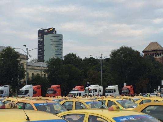 prot Sute de taxiuri, in fata Guvernului . Protest de amploare, cu restrictii de circulatie