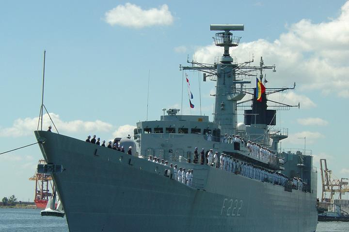 regina maria frigate 2 Fregatele romanesti inghit bani cu nemiluita